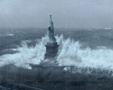 1351685806-Statue_of_Liberty_Sandy